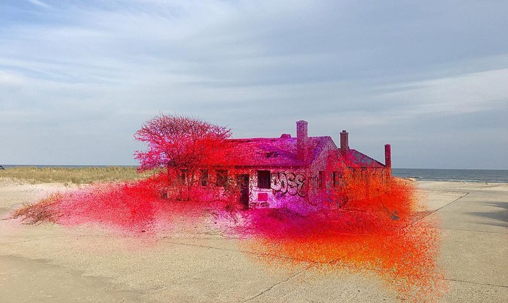 Spray Paint Transforms an Abandoned Beach House into a Painting | Insta of the Week