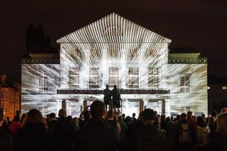 Klang 3 dazzles outside the German National theater