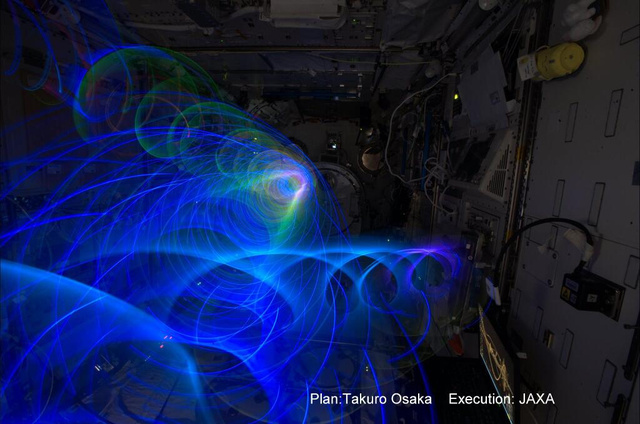 Astronaut Makes Zero Gravity Light Art From Space, And Other
