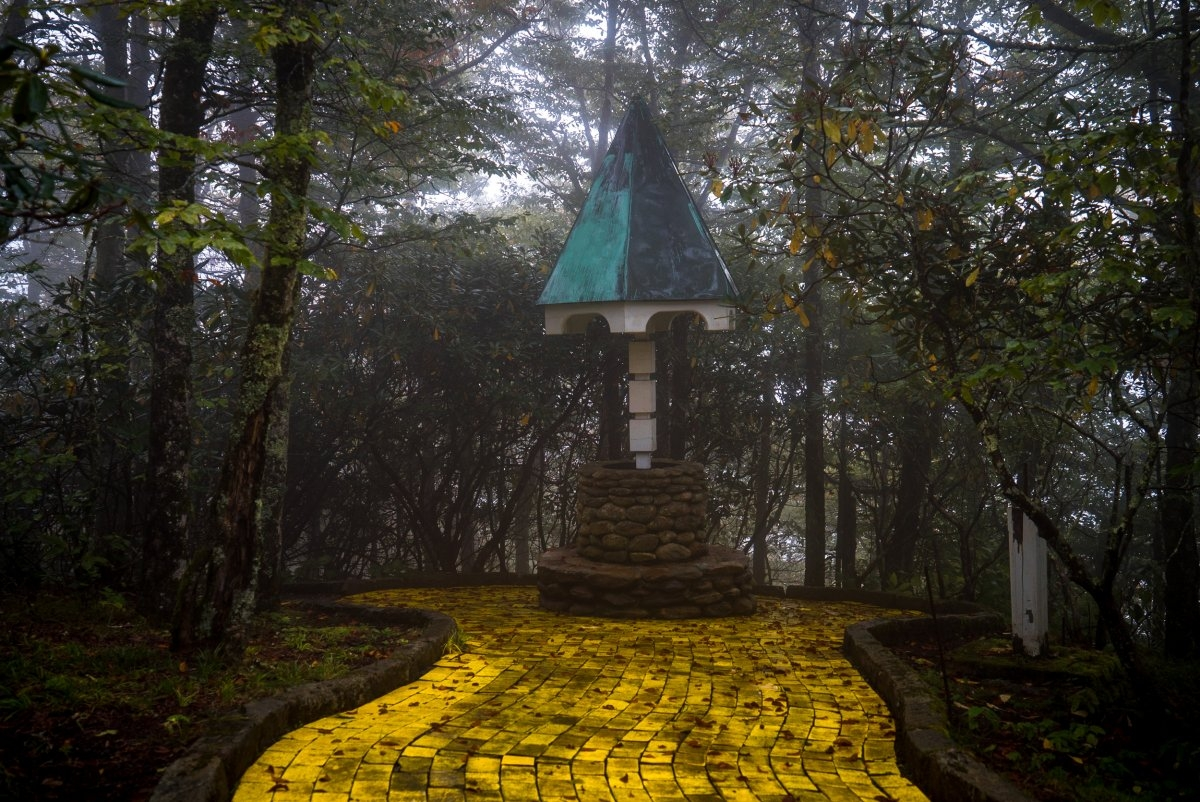 North Carolina S Abandoned Wizard Of Oz Theme Park Will Haunt You Vice